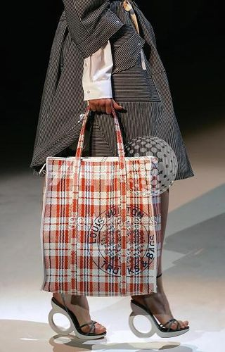 louis-vuitton-shopping-bag